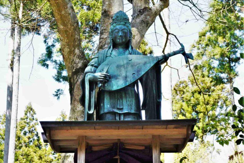 七福神の1人である弁財天(べんざいてん)を紹介