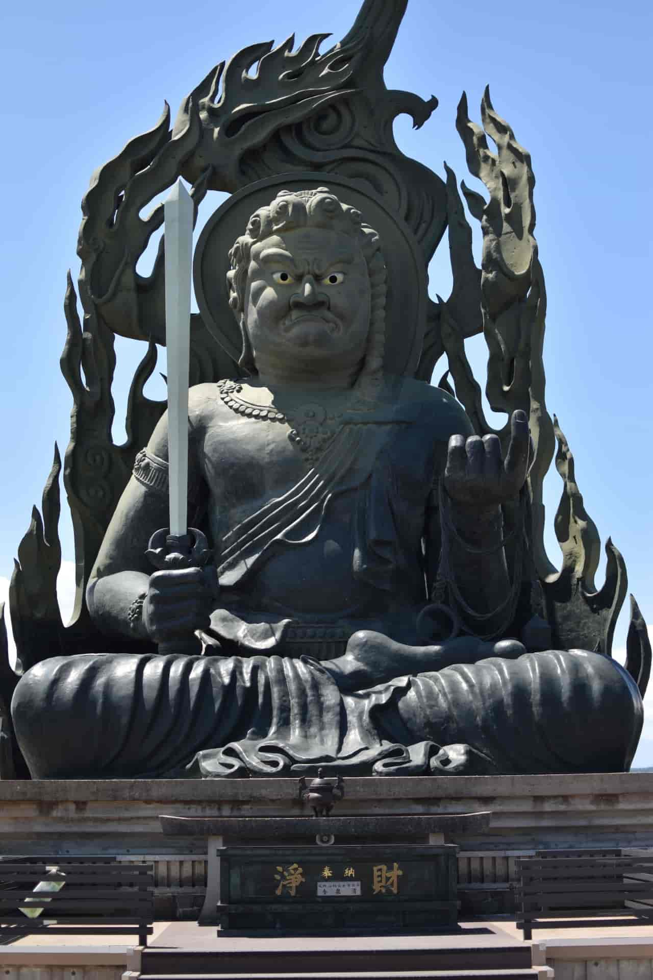 千葉県成田市にある成田山新勝寺の御本尊は不動明王