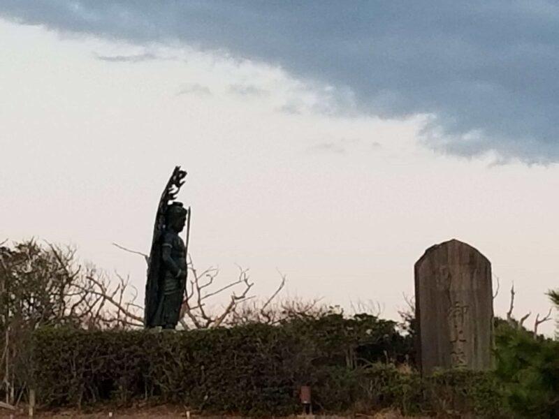 ラブ探偵事務所探偵エルが訪れた成田山の奥に仏像
